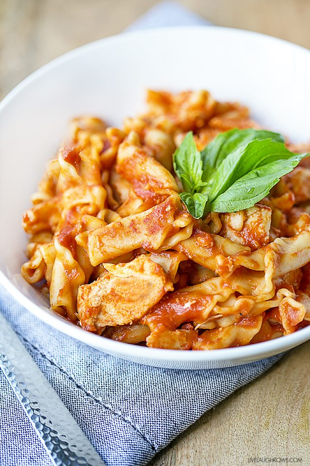 Fantastic and easy pressure cooker recipe! This 20 minute Frozen Chicken Pasta is a must-try. livelaughrowe.com
