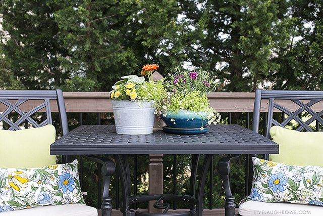 Simple Ways to Add Color to Your Back Porch. livelaughrowe.com