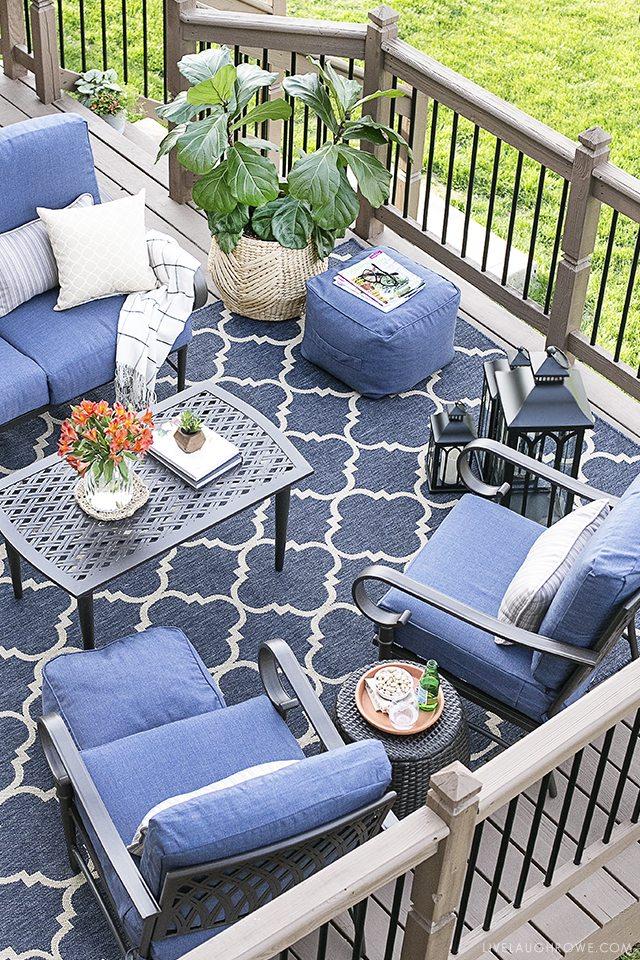 St. Louis blogger transforms her deck from drab to fab by creating a  beautiful backyard
