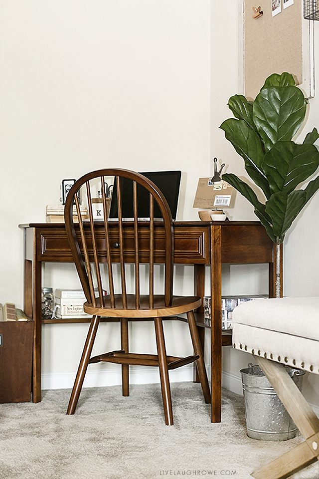 How to Make the Most of a Small Space. Great tips and ideas! Love this corner desk and how it adds more functionality to the dining room. livelaughrowe.com
