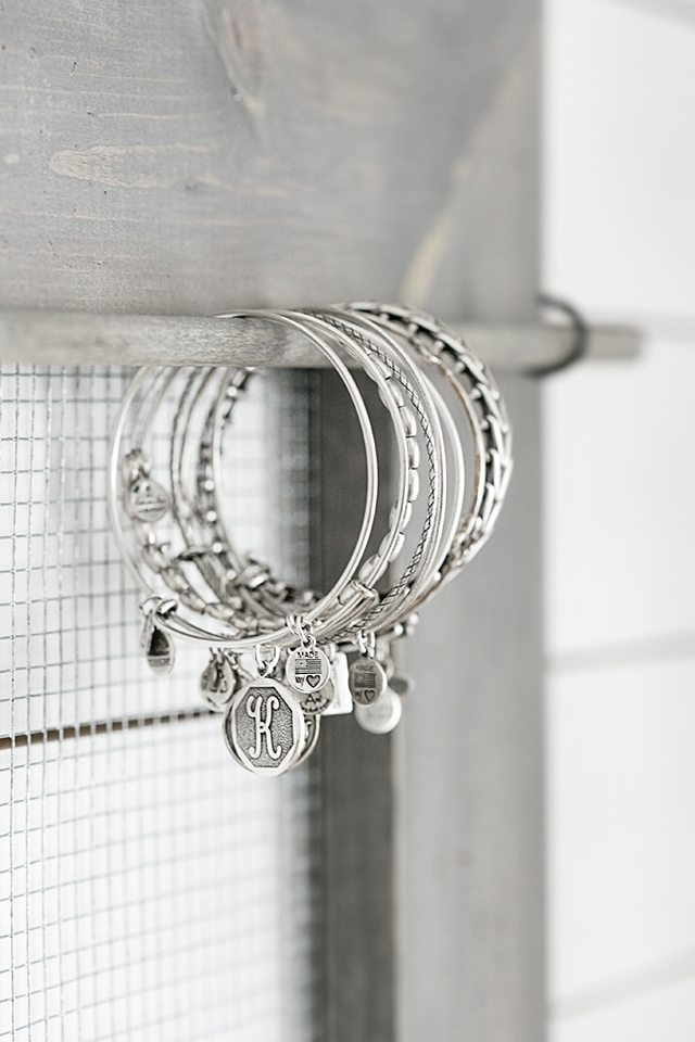 Love the use of a dowel for bracelets on this jewelry organizer. livelaughrowe.com