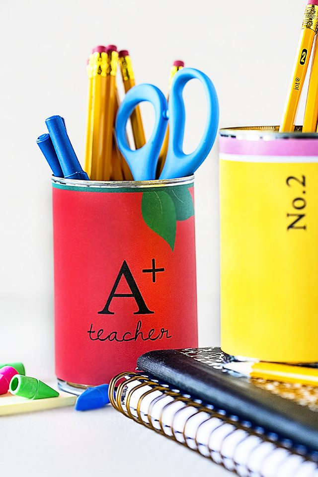 Seriously?!? How adorable are these Back to School themed soup can covers? Great for storage in the classroom, teacher gift or homeschool work stations. Free printables at livelaughrowe.com