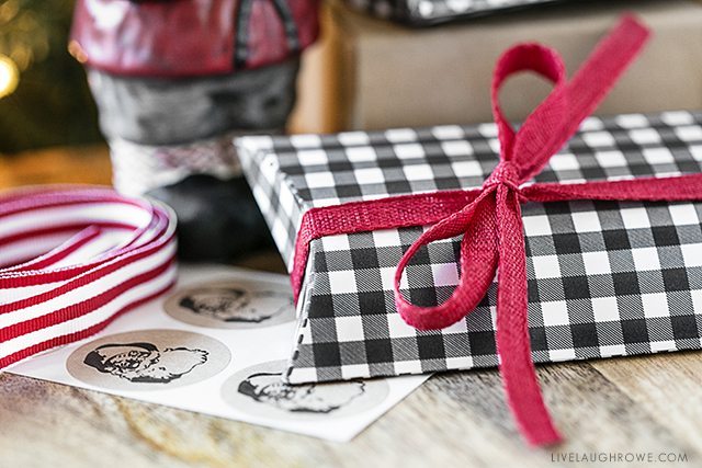 Perfect gift card holders black gingham printable pillow boxes if you find yourself in need of a last minute gift grab a gift solutioingenieria Gallery