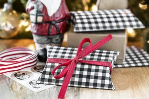 Black Gingham Printable Pillow Box | Gift Card Packaging