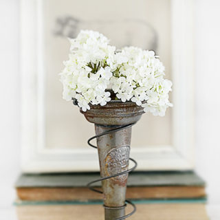 It's possible to take junk and turn it into something pretty fabulous (aka trash to treasure). Using a rusty old bed spring and a vintage oil pour spout, create this vase holder! It makes a great decorative piece or a centerpiece. Read more at livelaughrowe.com