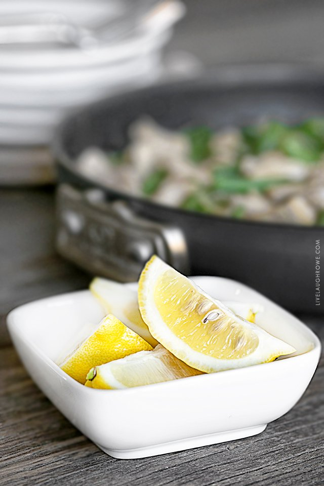 Amazing Weight Watchers Recipe! This Chicken Piccata Stir-Fry is delicious, allowing the lemon to brighten the flavor of this dish. Recipe at livelaughrowe.com