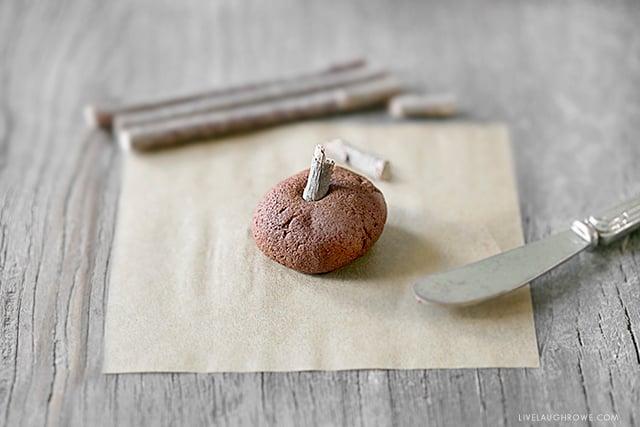 Sweet little pumpkins using the cinnamon applesauce recipe. Full tutorial at livelaughrowe.com