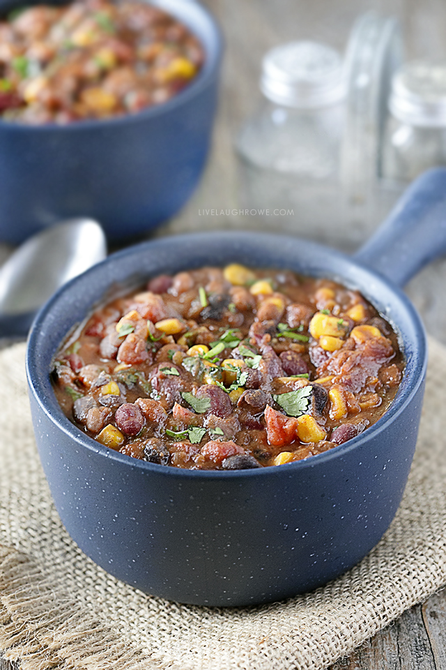 This Vegetarian Three-Bean Weight Watchers Chili is not only easy to make, but it's ZERO SmartPoints on the WW FreeStyle program. Recipe at livelaughrowe.com