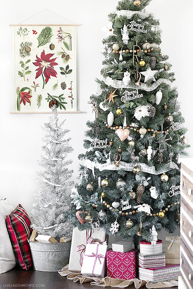 Beautiful Silver and Gold Christmas Tree. Love the incorporated red accents added in the wrapping paper! livelaughrowe.com