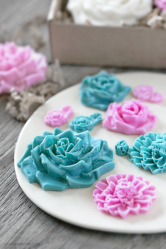 Learn how to make chocolate flowers using melt and pour chocolate! A simple and easy gift idea for any and all occasions. Tutorial at livelaughrowe.com